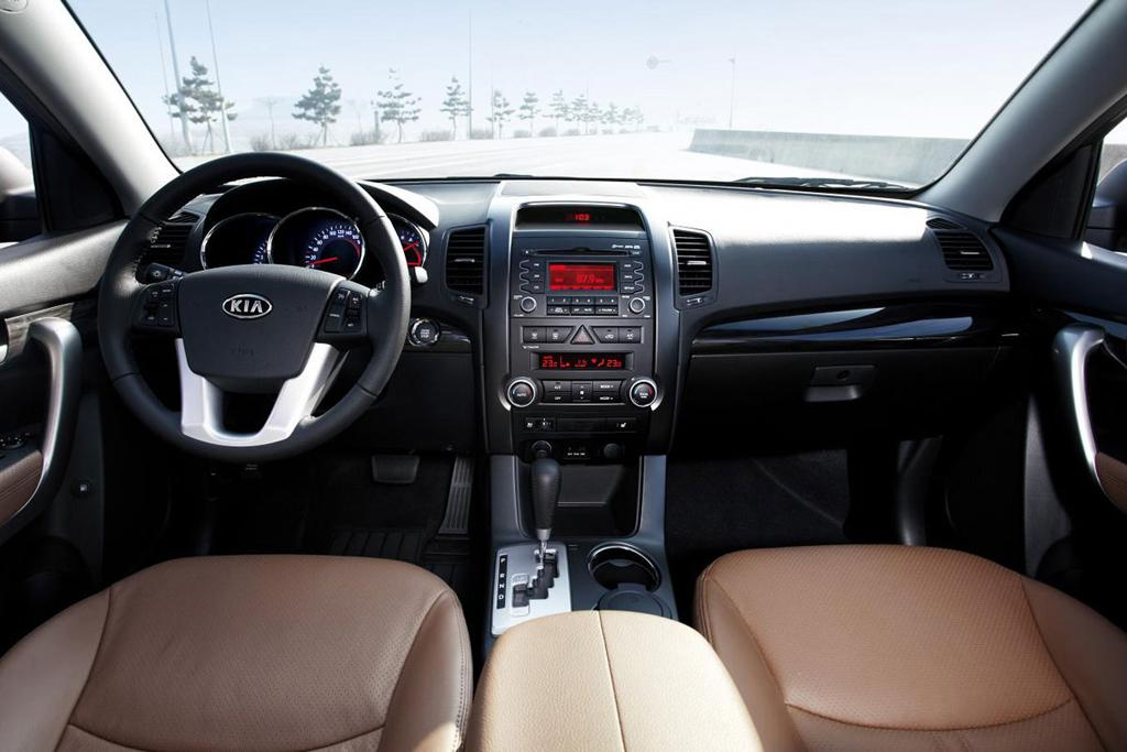 kia sorento foto interior auto habitaculo kia. Black Bedroom Furniture Sets. Home Design Ideas