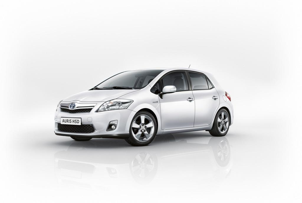 Toyota Auris HSD, vista frontolateral coche, Toyota