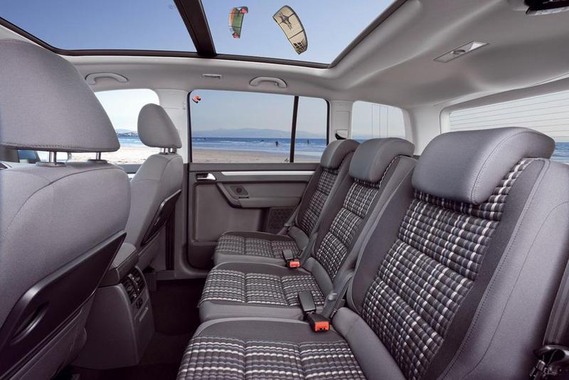 Mpv battle vw cross touran vs peug 5008 for Interior touran
