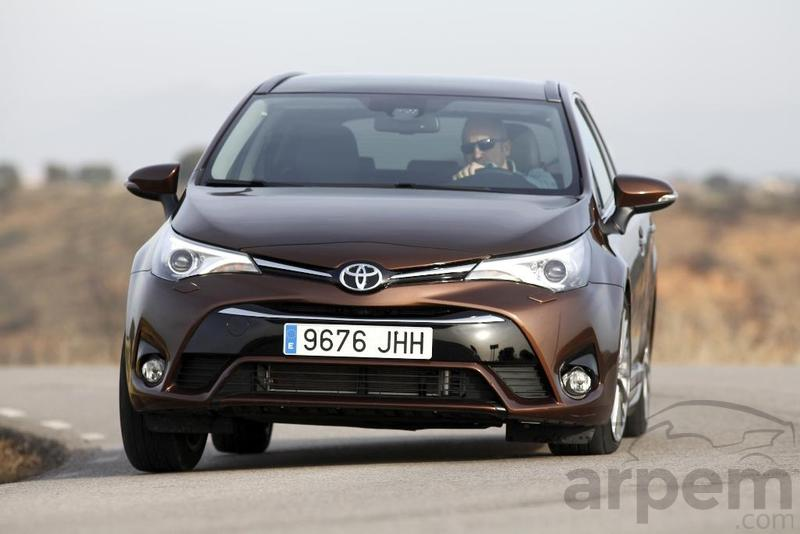Foto Prueba TOYOTA AVENSIS TOURING SPORTS 150D Executive
