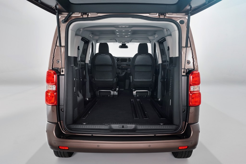 foto toyota proace verso 2016 fotografia maletero furgoneta. Black Bedroom Furniture Sets. Home Design Ideas