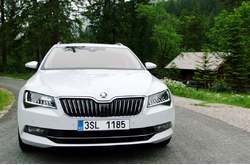 Vídeo Skoda Superb Combi 2016 Exterior