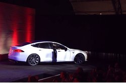 Video Tesla Model S evento