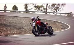 Vídeo Ducati Monster 1200 S Acción