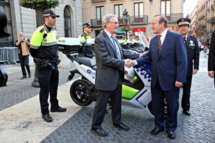 BMW entrega a la Guardia Urbana de Barcelona 30 scooter del C Evolution
