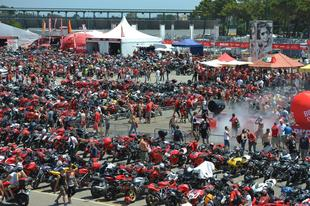 Ducati celebra la llegada de la nueva Monster 821 en el World Ducati Week