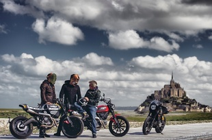 Ducati Scrambler en Wheels and Waves