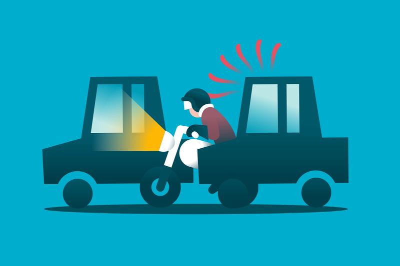 Cuando una moto adelanta entre vehículos, ¿de quién es la culpa en caso de accidente?
